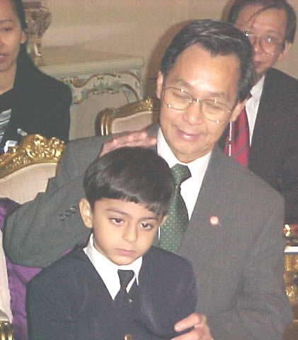ajay with pm of thailand.jpg (36110 bytes)